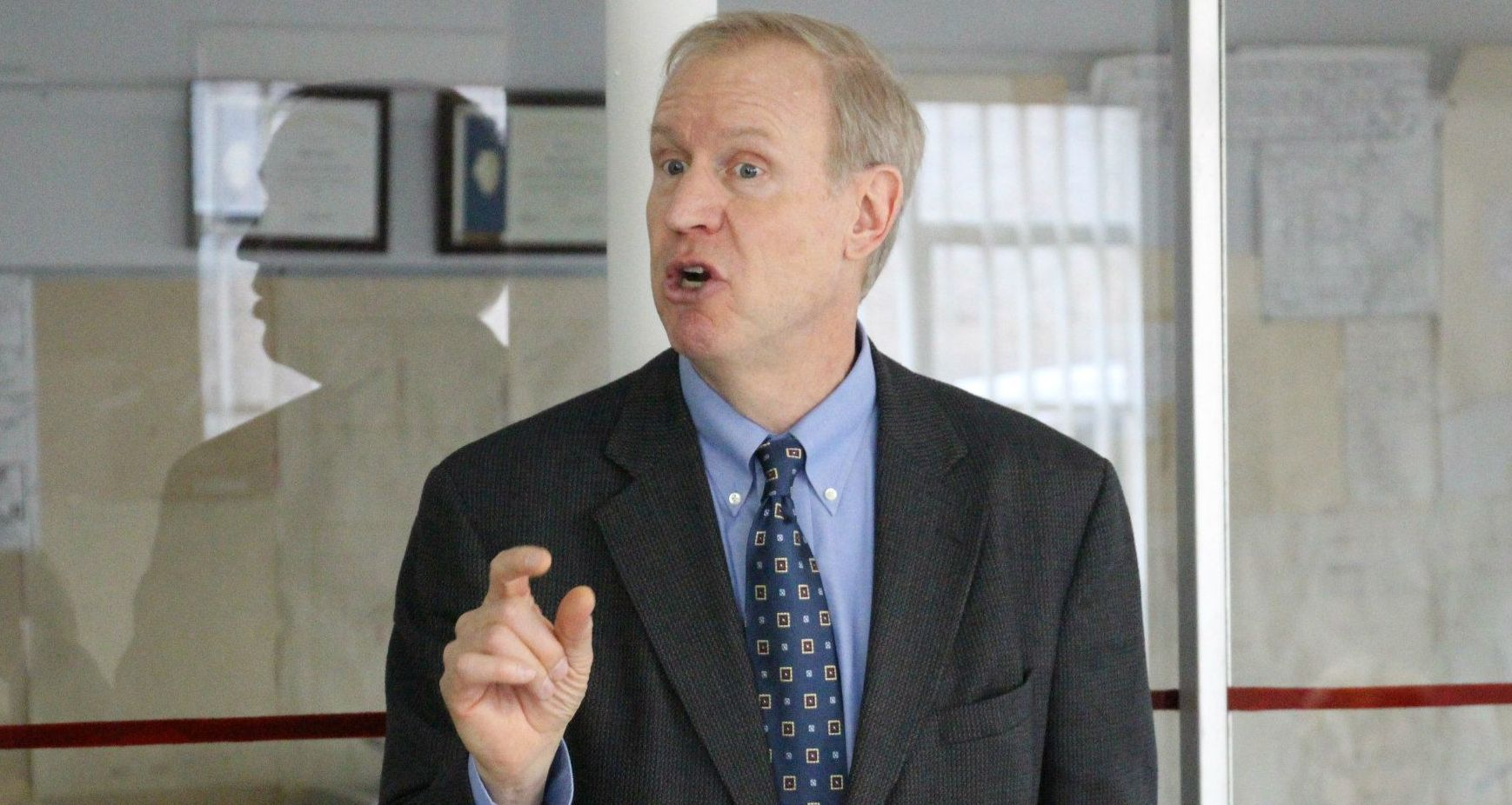 Rauner's plan for Illinois budget woes? Credit Card fraud!
